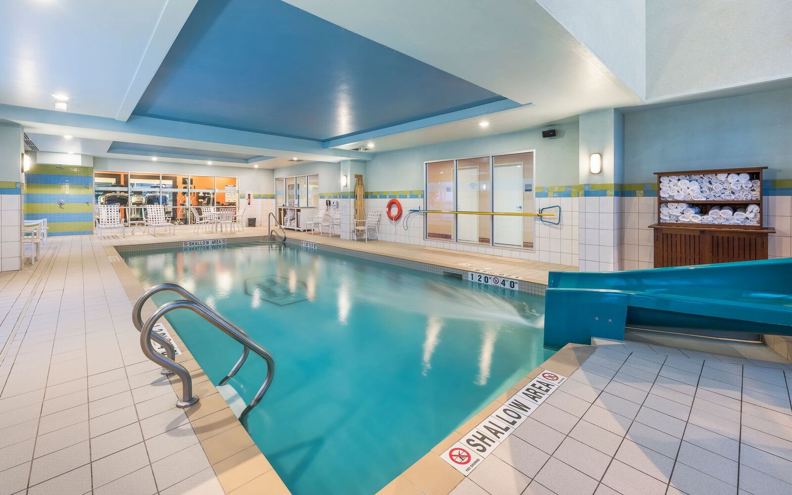Pool Hampton Inn & Suites Moncton