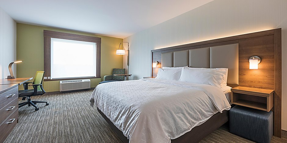 Holiday Inn Express & Suites, Moncton bedroom
