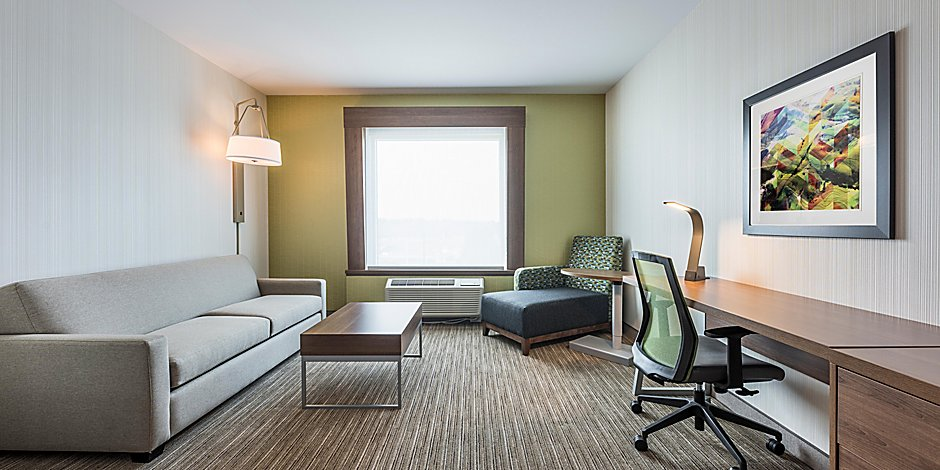 Holiday Inn Express & Suites, Moncton desk