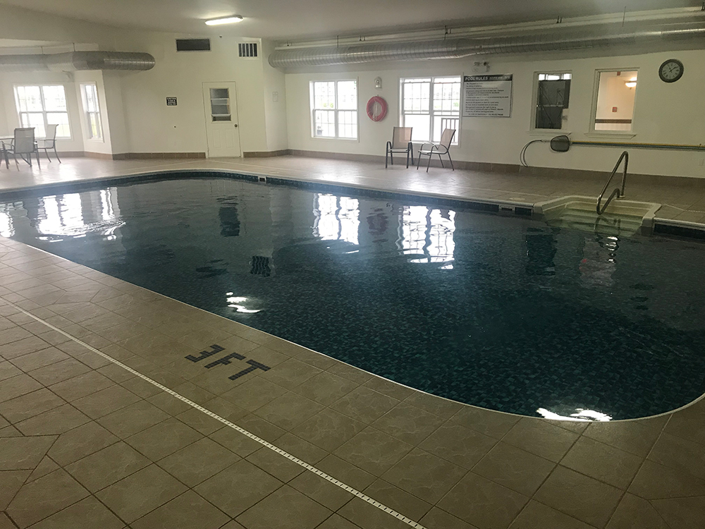 Quality Inn & Suites - Cornwall PEI pool