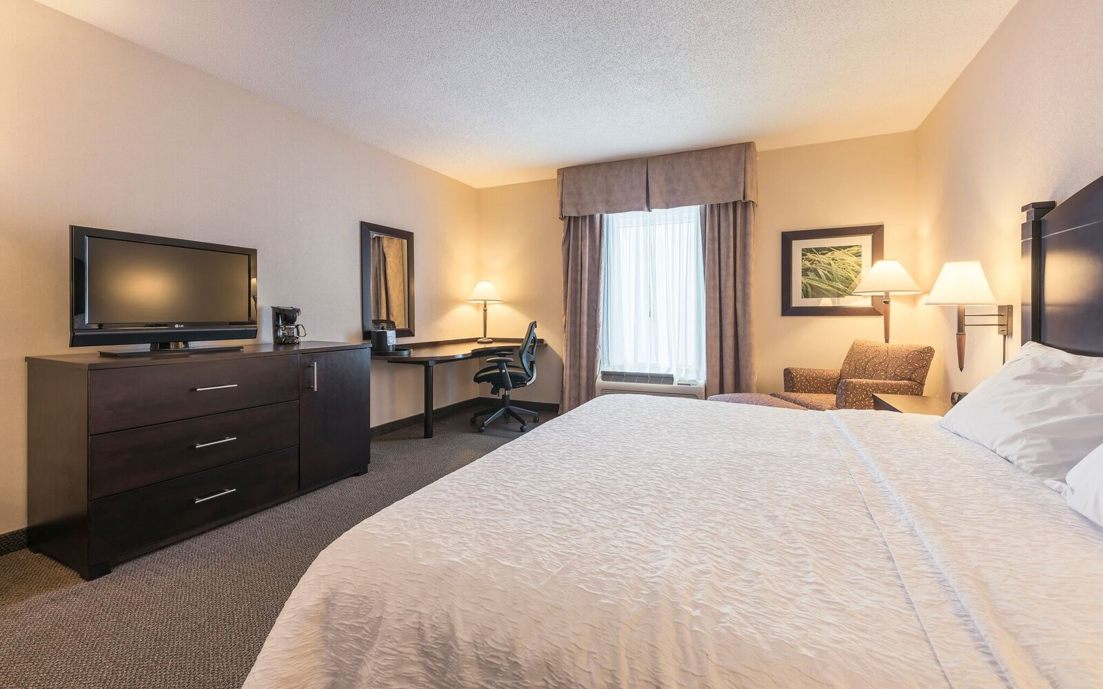 King Room Hampton Inn & Suites Moncton